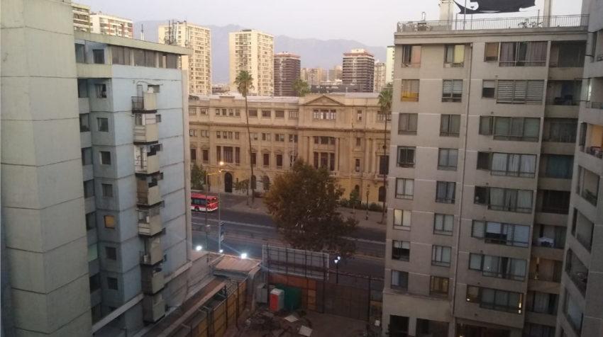 La vista desde el departamento donde Paola se hospeda momentáneamente en Santiago de Chile.