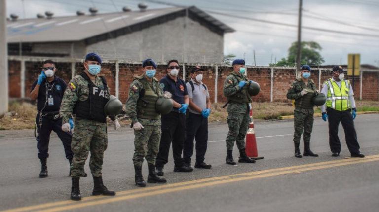 Operativo de control del toque de queda por parte de las FF.AA. en Guayaquil, el 18 de marzo de 2020.