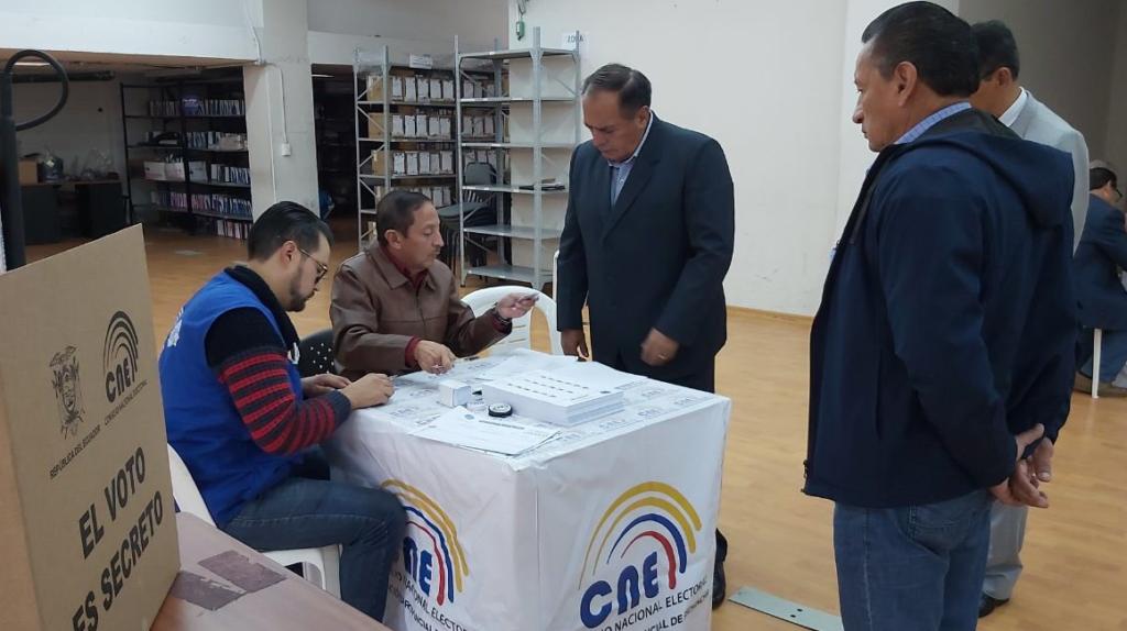 """Moreno ordena eliminar """"gastos innecesarios"""" del proceso electoral"""