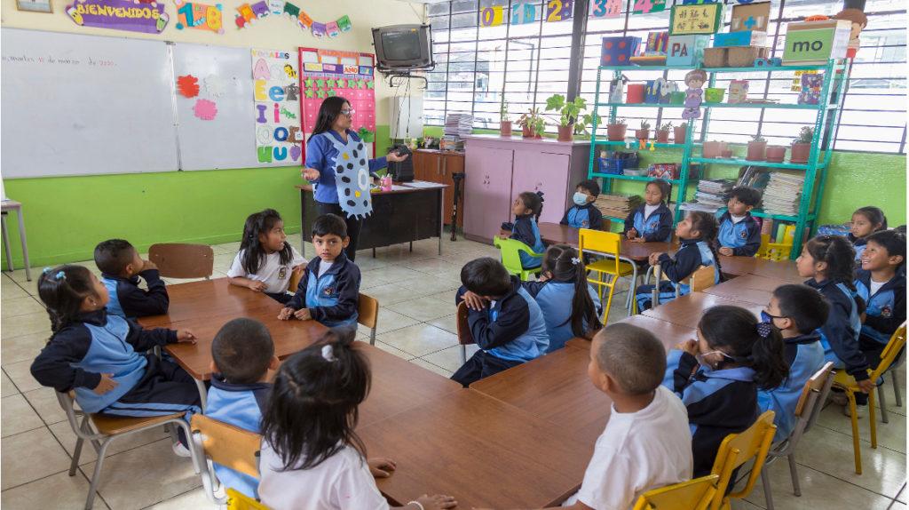 El 28% de padres de familia en Quito, inconformes con la educación online