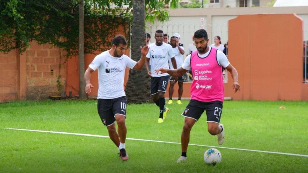 Liga entrenó en el hotel luego de la suspensión del torneo local
