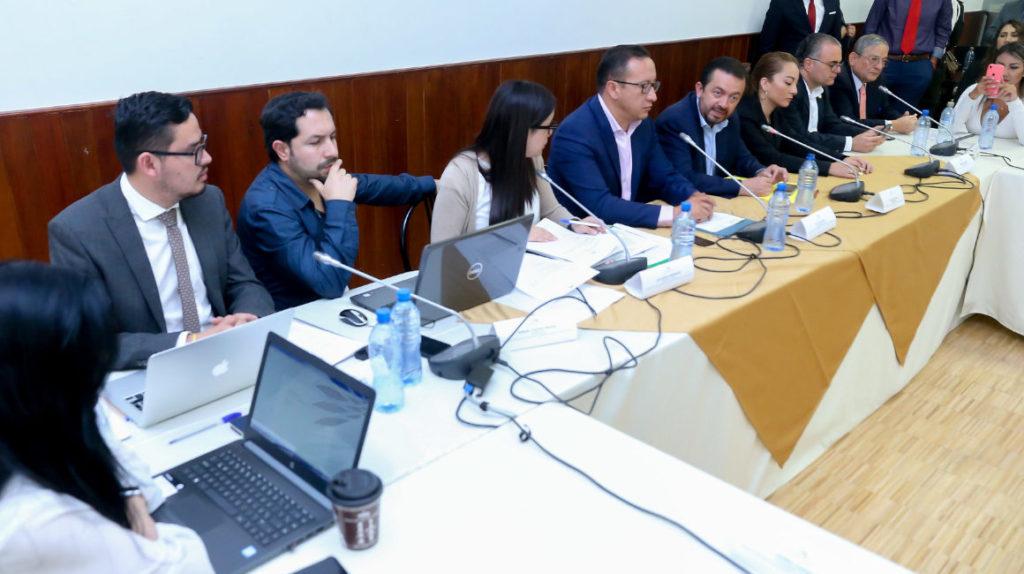 Tránsito: plataformas digitales, autos eléctricos, control de vías van a debate