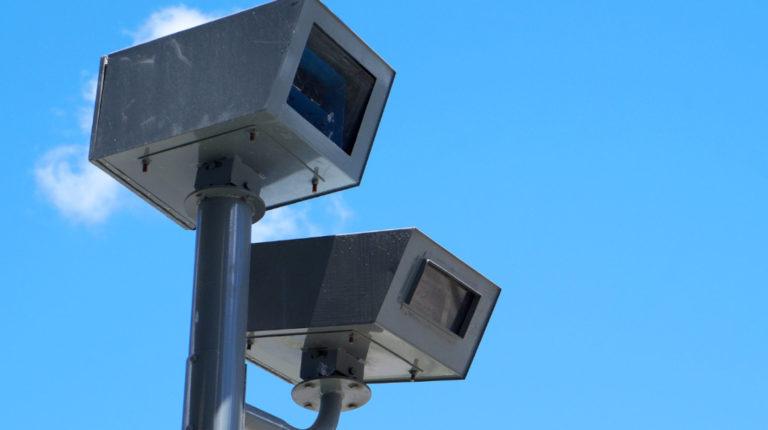 Radares para registrar multas por exceso de velocidad, en Loja.