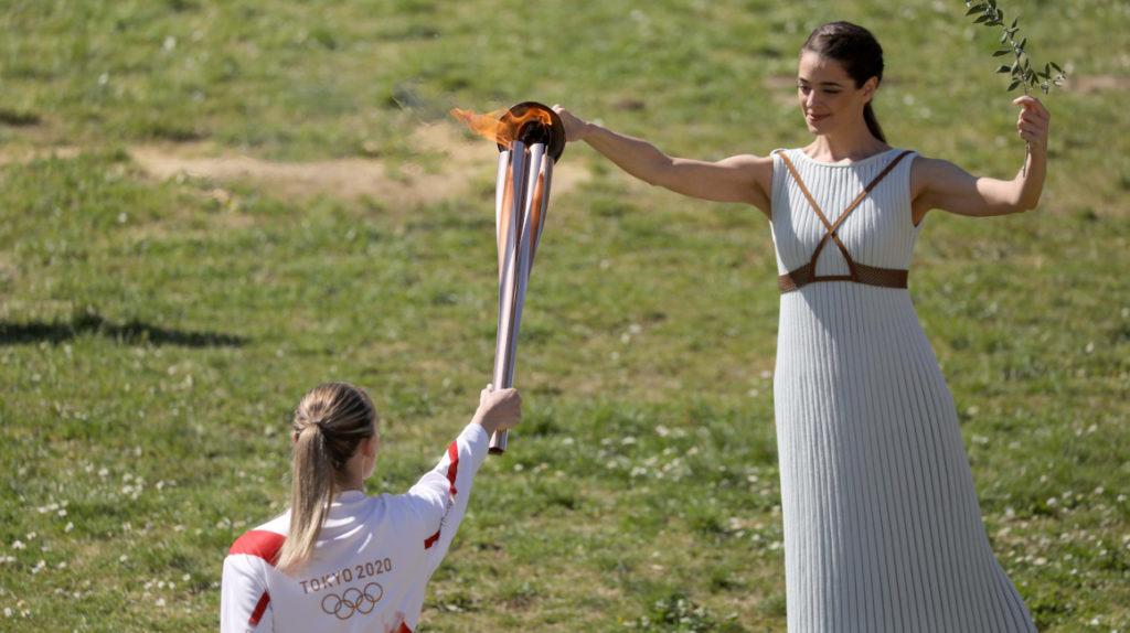 Se encendió la antorcha olímpica con precauciones por el coronavirus