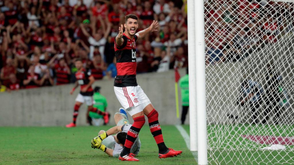 Bruno Henrique cierra la goleada de Flamengo frente a Barcelona