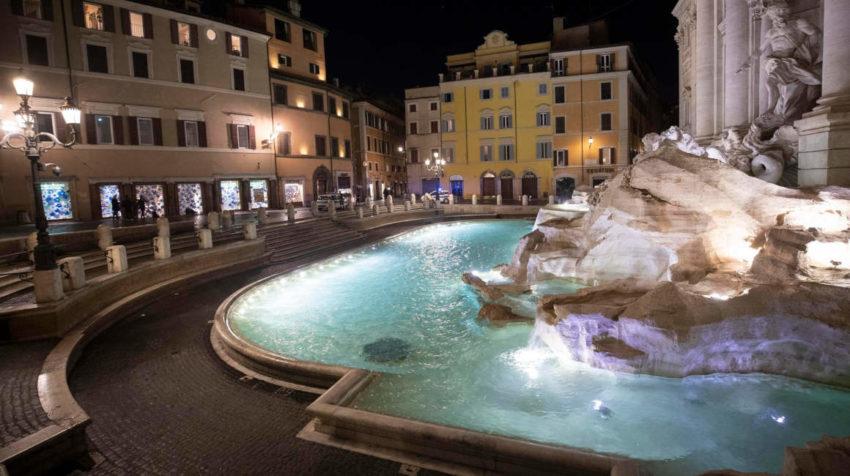 Vista general de la Fontana di Trevi durante la cuarentena decretada en Italia para frenar el avance del coronavirus, el 11 de marzo de 2020.