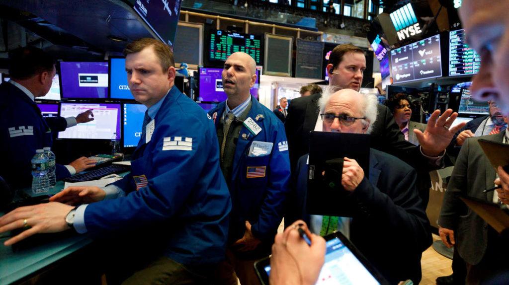 Mercados y petróleo se recuperan tras la jornada de pánico del lunes
