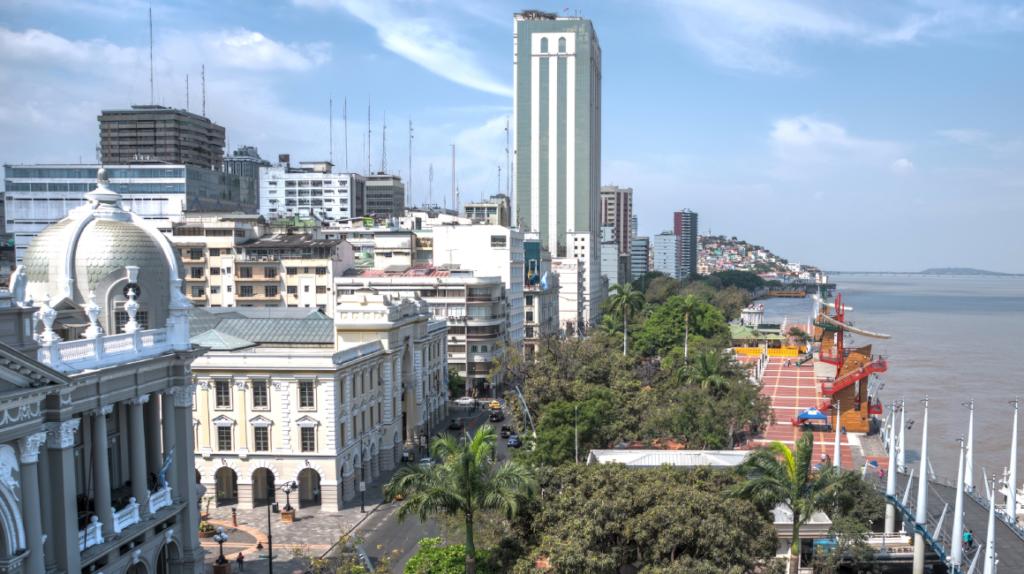 Guayaquil cerrará cementerios y lugares de recreación en el feriado