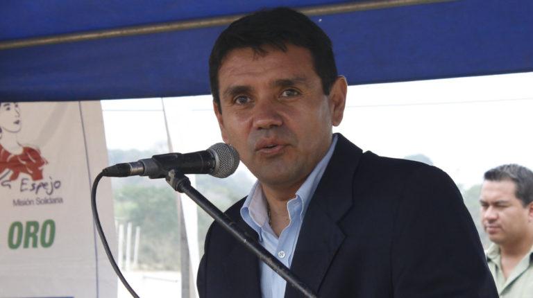 Walter Solís, exministro de Transporte, durante una inauguración de viviendas, en 2014.