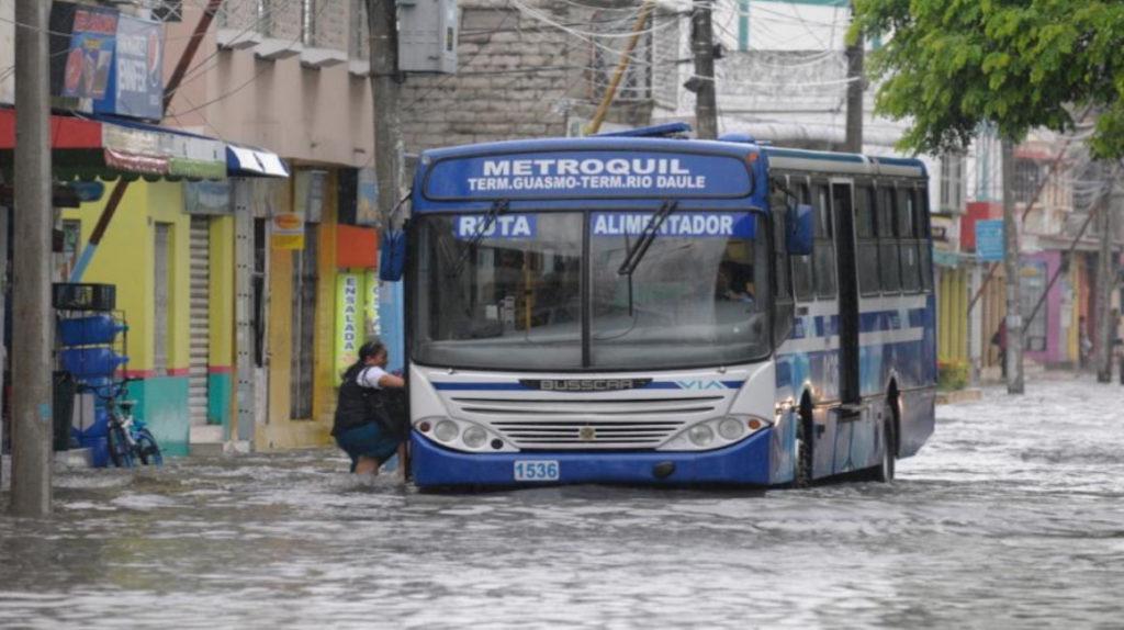 En seis ciudades de Ecuador cayeron más de 90 litros de lluvia por metro cuadrado