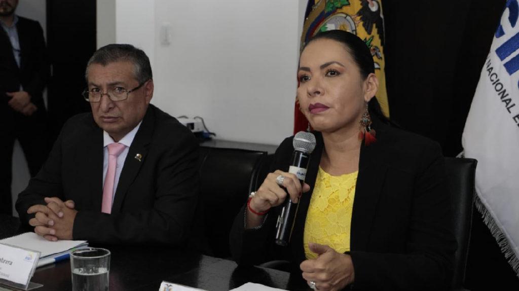 Peleas y falta de dinero golpean al CNE a un año de las elecciones