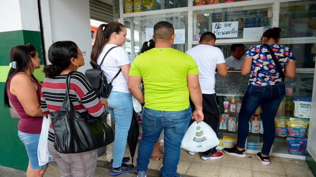 Acciones impulsivas y compras por miedo; así ha sido la reacción ante el coronavirus en Ecuador