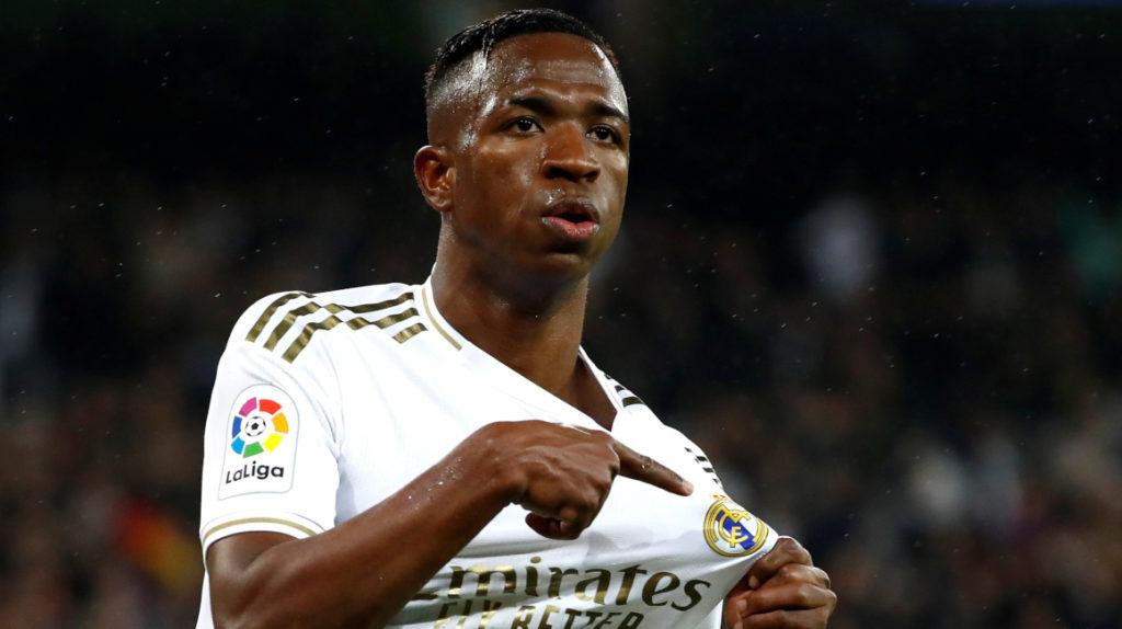 Real Madrid se lleva el clásico español con goles de Vinicius y Mariano
