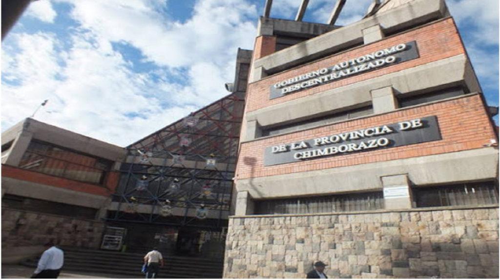 Cuatro horas duró el allanamiento en la Prefectura de Chimborazo