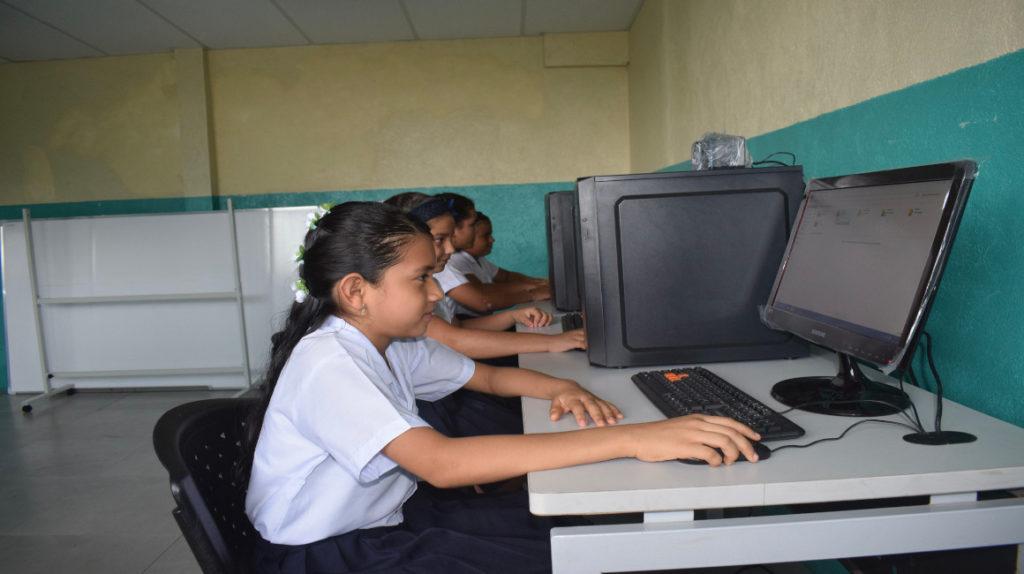 170.000 estudiantes recibirán internet gratuita en la Costa