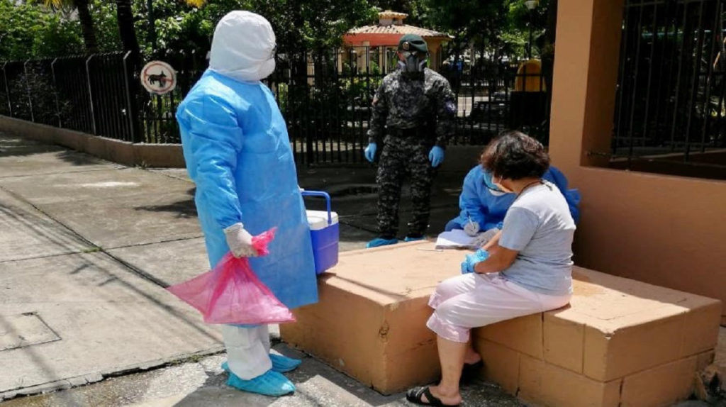 Covid-19: Ministro de Salud plantea un menor uso de pruebas PCR