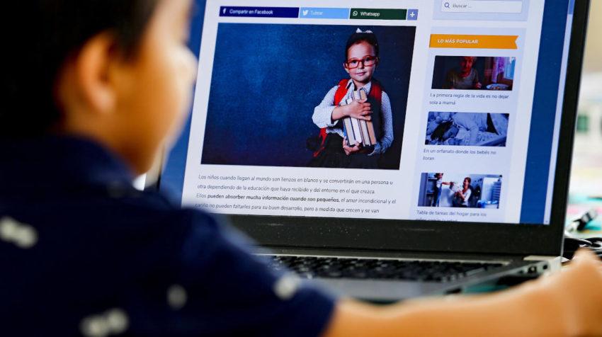 Imagen referencial de un niño que estudia bajo la modalidad de educación a distancia en Ecuador, el 19 de abril de 2020.