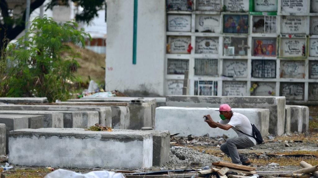 COE Nacional pide que se cierren los cementerios en el feriado