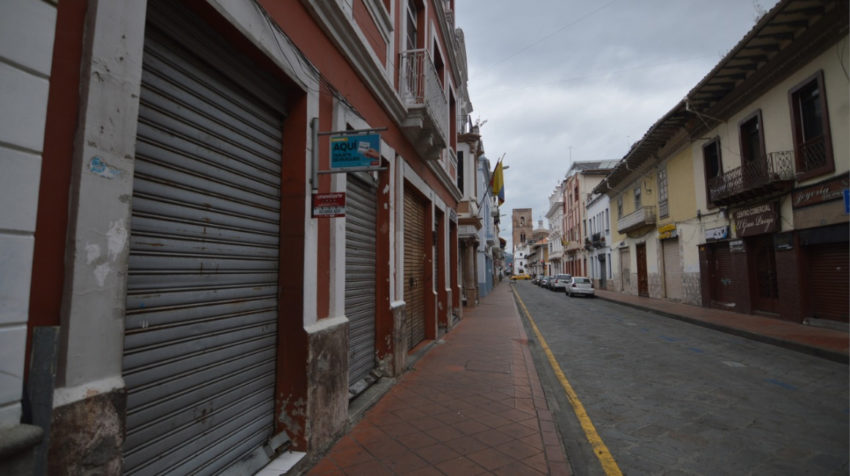 Locales del centro de Cuenca cerrados por el estado de emergencia, el 30 de marzo de 2020.