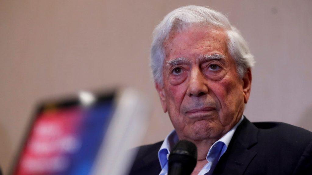 Escritor Mario Vargas Llosa será condecorado por el Gobierno ecuatoriano