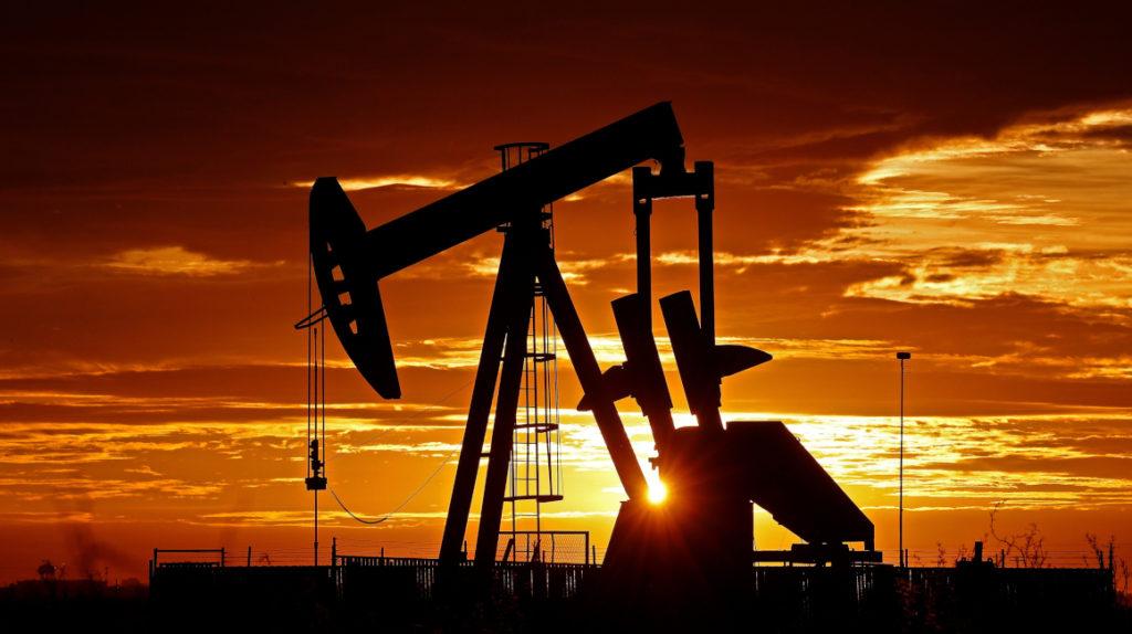 El precio del petróleo recupera terreno pero hay un exceso de oferta