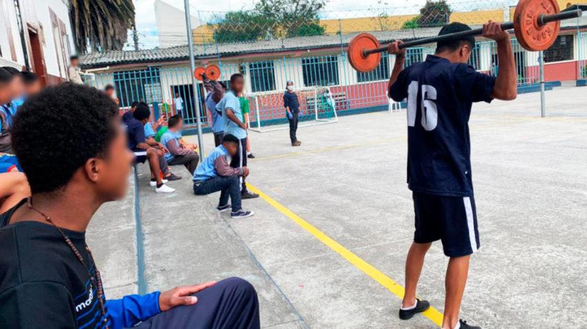 Torneo de levantamiento de pesas en el Centro de Rehabilitación de menores infractores, en Quito.