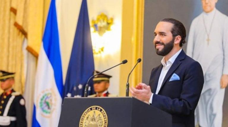 Bukele firma polémica reforma que cesa a 240 jueces en El Salvador