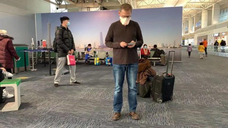El Dr. Lipkin en el aeropuerto de Guangzhou.