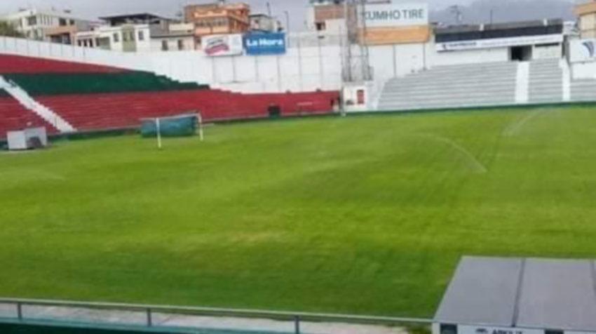 El estadio Bellavista de Ambato cuenta con mantenimiento permanente y corte de césped dos veces por semana.