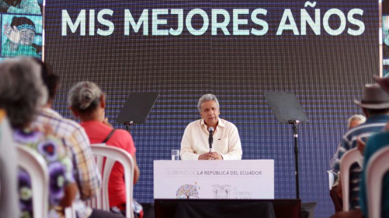 El presidente Lenín Moreno en un evento con personas adultas mayores, en la parroquia Tarifa del cantón Samborondón, el 28 de junio del 2019.