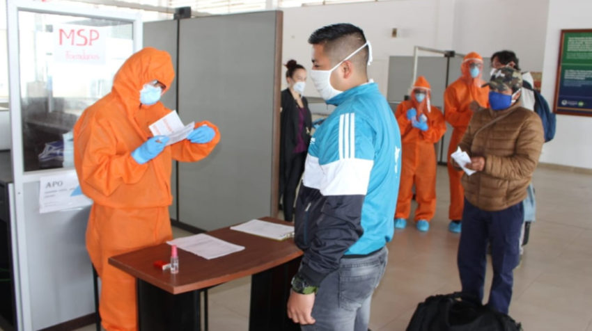 El 3 de mayo de 2020, llegó a San Cristóbal un grupo de residentes de las islas que se quedaron varados en Ecuador continental por la pandemia de covid-19.