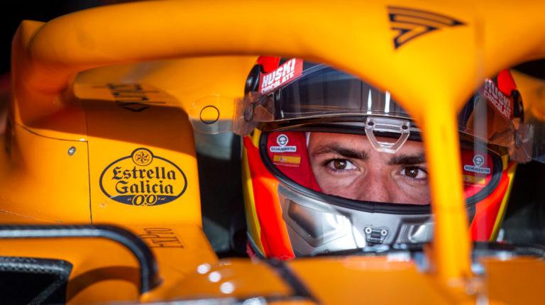 El piloto español de McLaren, Carlos Sainz, durante los entrenamientos de pretemporada de la Fórmula 1 que se realizaron en el Circuito de Barcelona-Cataluña, en febrero de 2020.