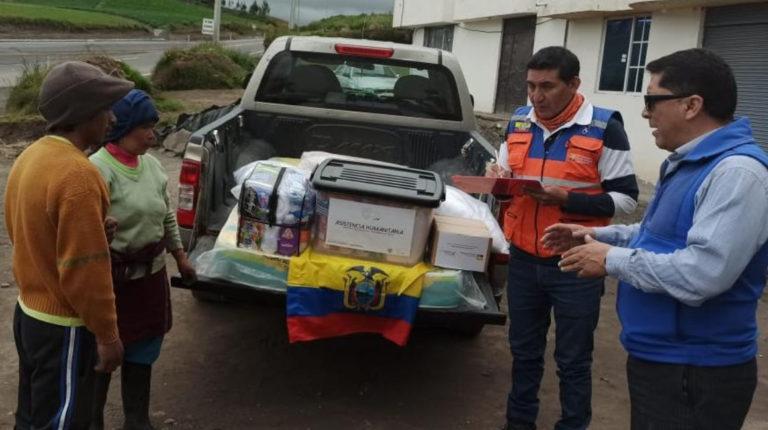 La Secretaría de Riesgos entrega asistencia humanitaria en la parroquia San Andrés del cantón Guano, el 14 de enero de 2020.