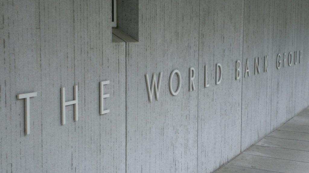 Banco Mundial dice que habrá un pequeño superávit fiscal en 2022