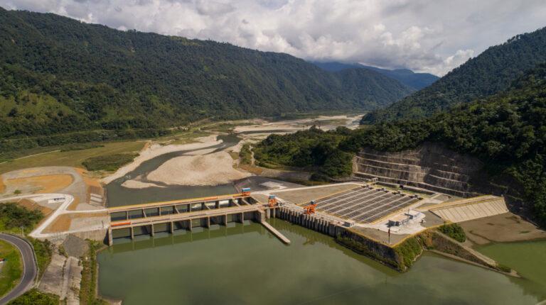 Una panorámica de las obras de captación de la Central Hidroeléctrica Coca Codo Sinclair, a inicios de junio de 2020.