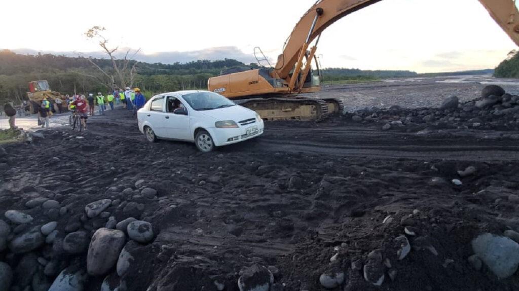 Autoridades habilitan un tramo en la carretera Puyo-Macas