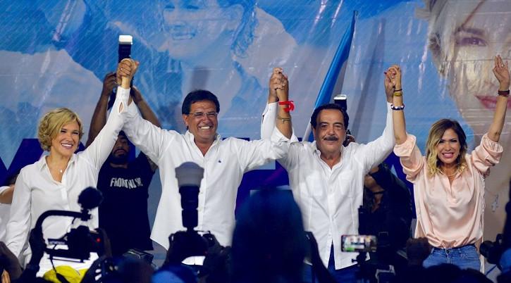 Rueda de prensa cuando se anunció el triunfo de Morales en la Prefectura del Guayas, en 2019.