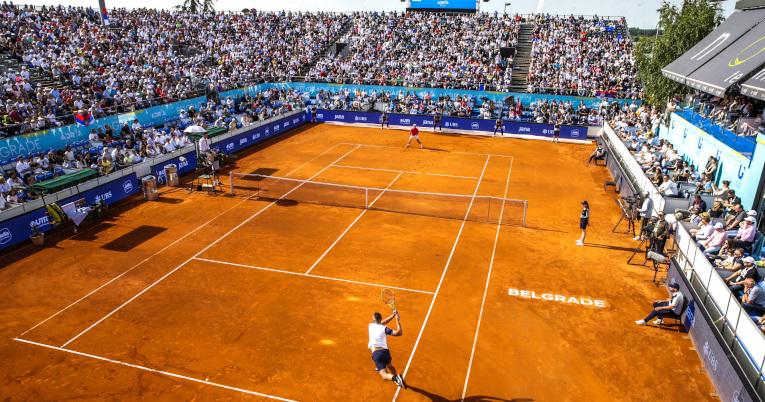 Vista panorámica del estadio en Serbia durante el partido entre Troicki y Djokovic.