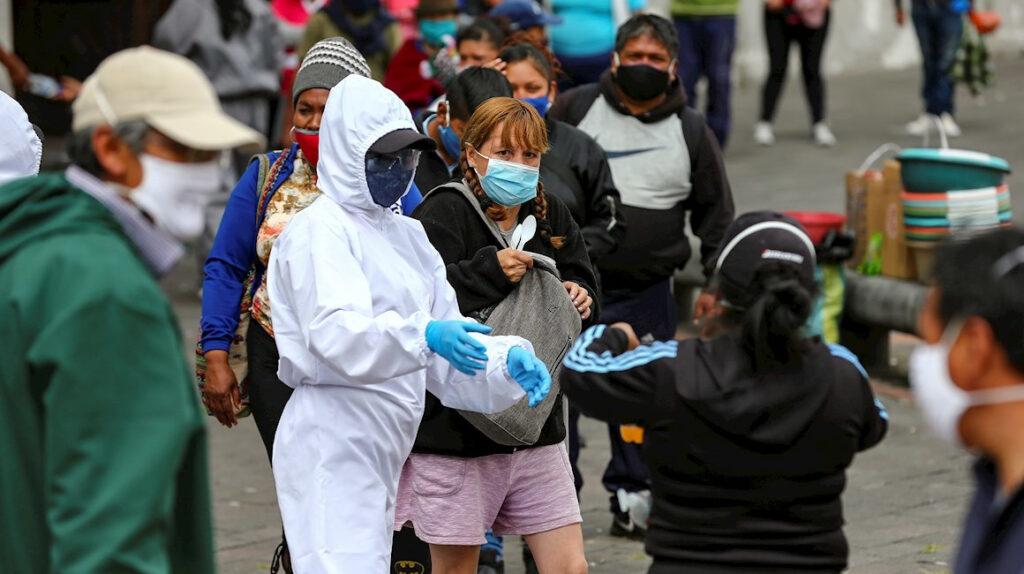 Aglomeraciones, bebedores callejeros y fiesteros disparan contagios en Quito
