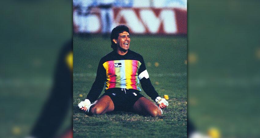 Carlos Luis Morales en su faceta de arquero titular de Barcelona Sporting Club.