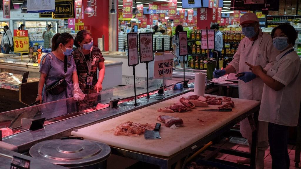 China reconoce la mala higiene de sus mercados de alimentos
