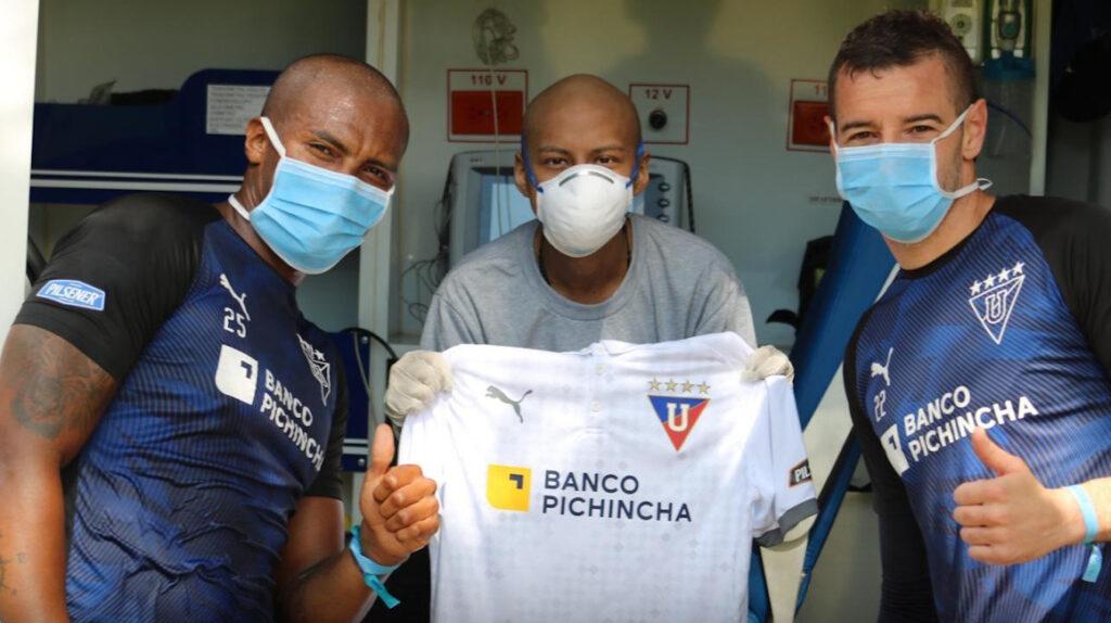 Liga de Quito cumplió el sueño de un joven ambateño con leucemia