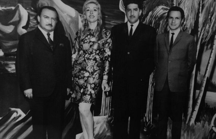 Foto en el set de Canal 5, a inicios de los años 70, de José Cardoso, Osmara de León, Fabián Molineros, Galo Orellana.