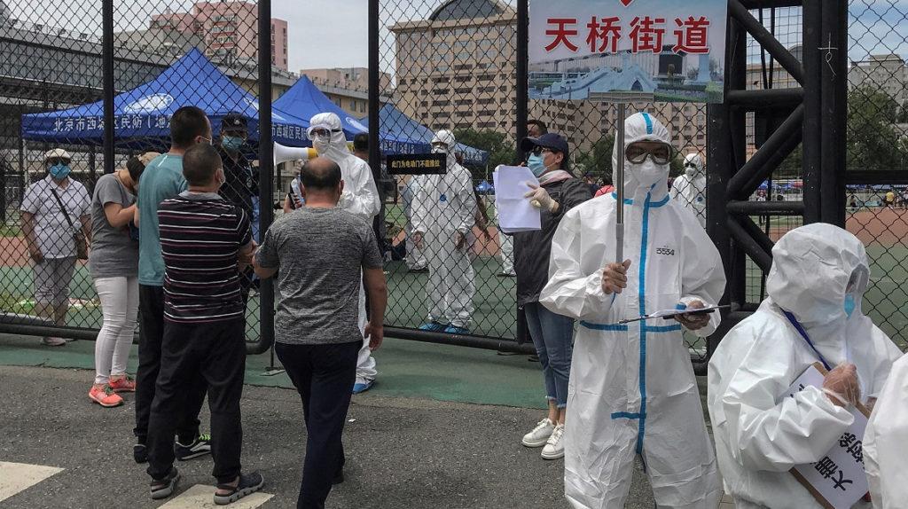China despide a funcionarios por no impedir nuevo brote de Covid-19