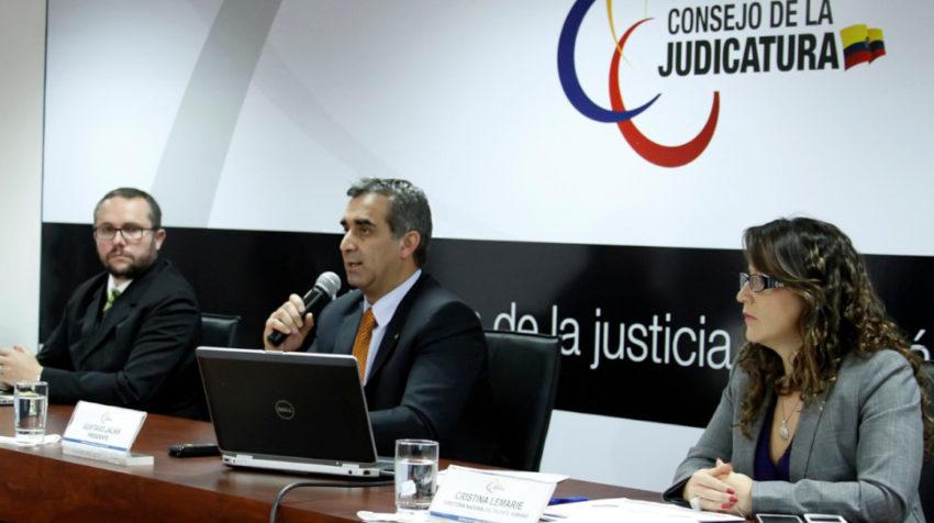 Gustavo Jalkh, como presidente de la Judicatura, convocó al concurso para las notarías, el 20 de octubre de 2014.