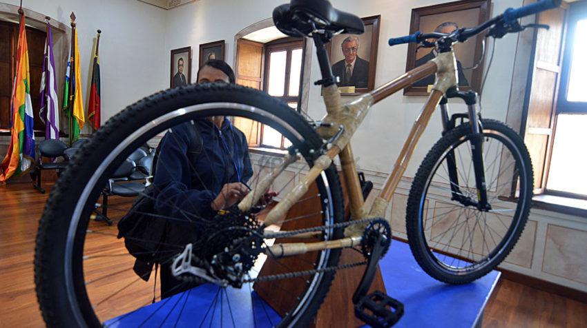 El 2 de junio de 2020, la Prefectura de Azuay presentaron la bicicleta ecológica de bambú.