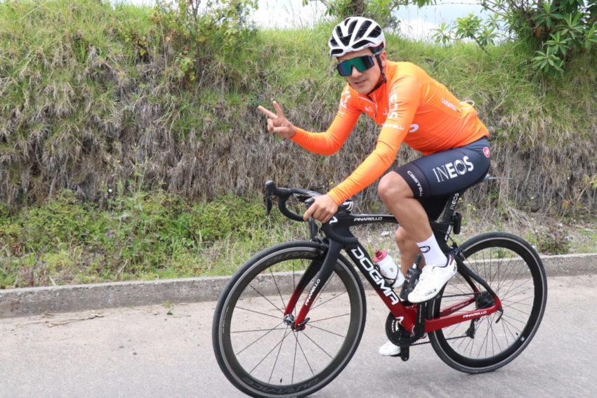 Richard Carapaz (Team Ineos) entrena en las vías de la provincia del Carchi.