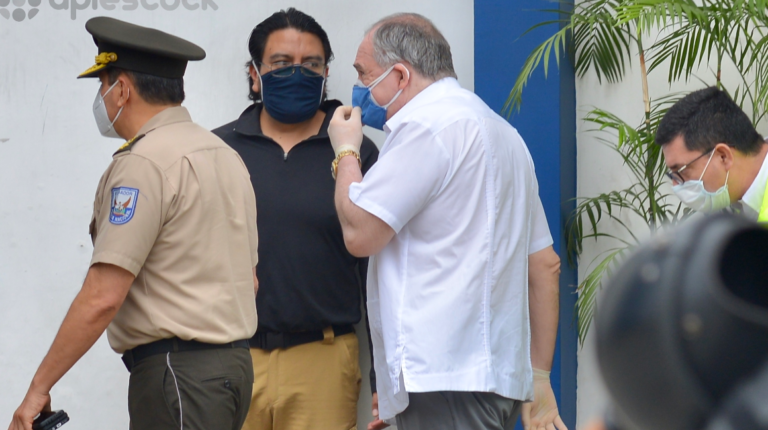 Fiscalía pide llamar a juicio a Abdalá Bucaram y su hijo Jacobo
