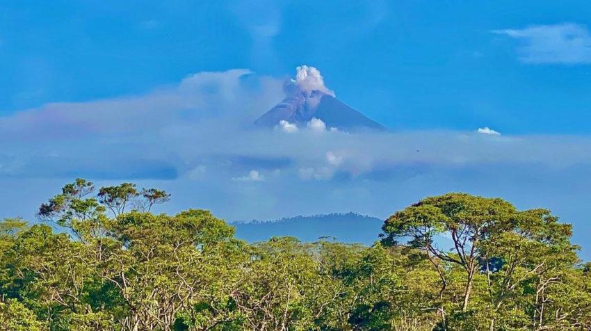 Imagen del volcán Sangay, ubicado en la Cordillera Real en Morona Santiago, el 11 de junio.