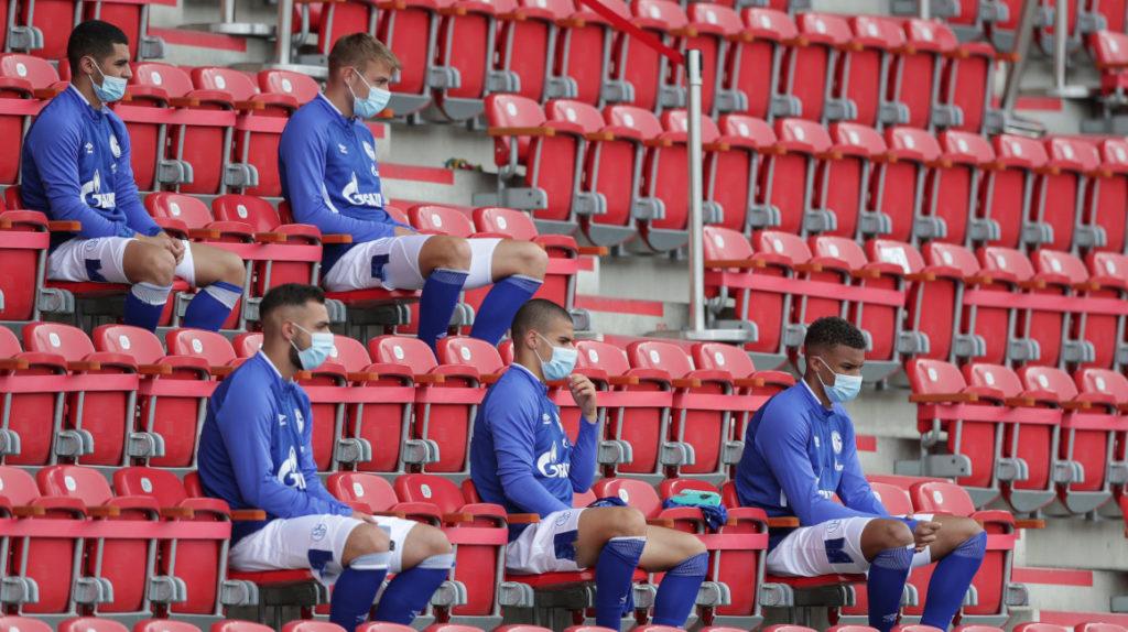 La Bundesliga elimina uso obligatorio de mascarilla en banquillos y gradas